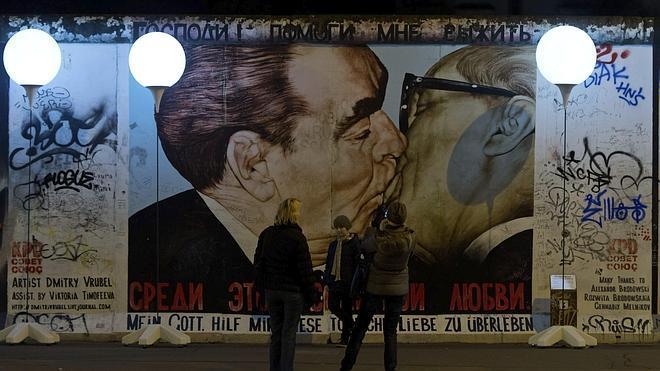 Los Globos del Muro de Berlín acaban en internet o sustraídos como recuerdo