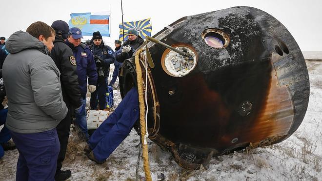 La nave Soyuz aterriza en Kazajistán con tres tripulantes a bordo