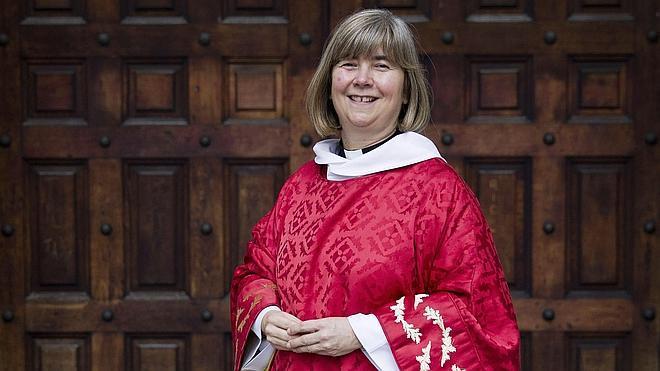 La Iglesia de Inglaterra aprueba la ordenación de obispas