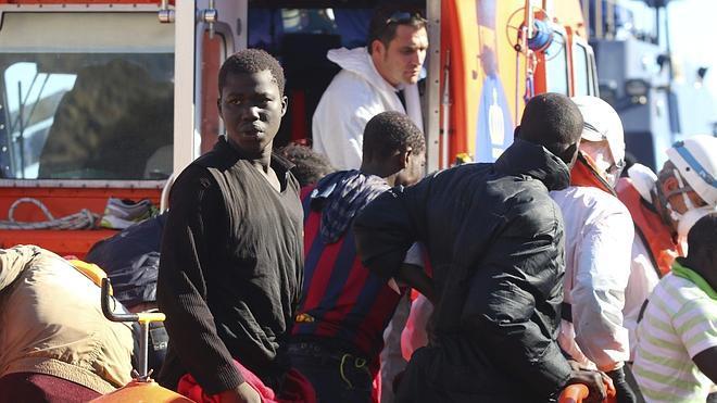 Continúa la búsqueda de 23 inmigrantes en aguas de Almería