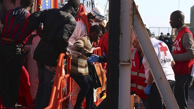 Salvamento Marítimo retoma la búsqueda de los inmigrantes desaparecidos en aguas de Almería