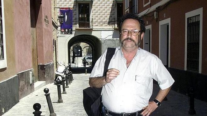 Muere el escritor Rafael de Cózar en un incendio en su casa de Sevilla