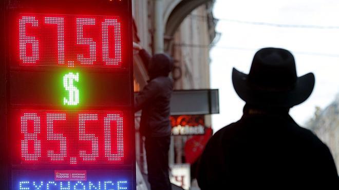 Rusia comienza a vender sus reservas de divisas para sostener el rublo
