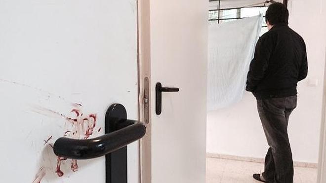 Muere apuñalado a la puerta de su casa en Málaga