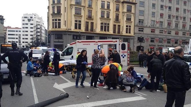 Siete heridos, en un atropello en la plaza de la Escandalera en Oviedo
