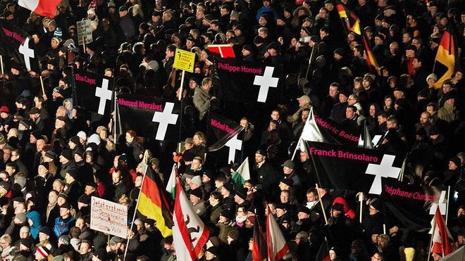 Miles de alemanes salen a la calle contra el movimiento islamófobo Pegida