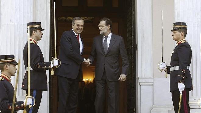 Rajoy aboga en Grecia por la «estabilidad» frente a las «promesas imposibles» de Podemos y Syriza