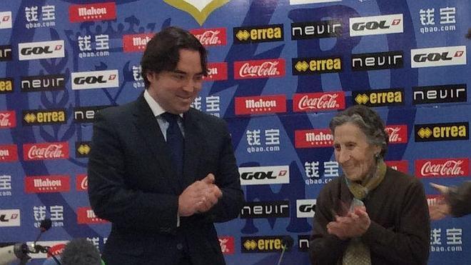 La anciana ayudada por el Rayo cede la mitad del dinero para Wilfred