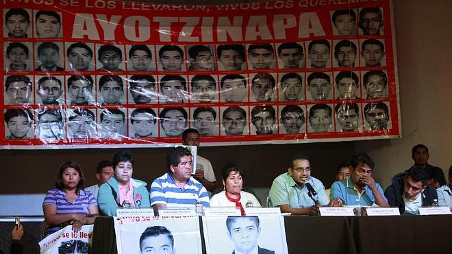 Las familias de los estudiantes mexicanos acusan a la Fiscalía de mentir y llevarán el caso ante la ONU