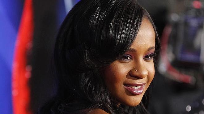 Hallan a la hija de Whitney Houston inconsciente en la bañera de su casa