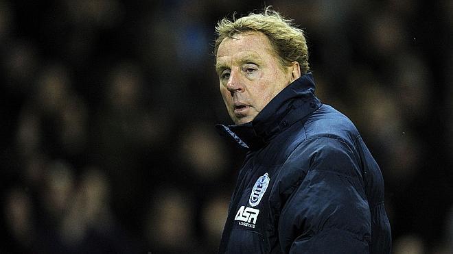 Harry Redknapp dimite como técnico del Queens Park Rangers... ¡alegando una lesión de rodilla!