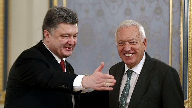 Margallo rechaza entregar armas a Ucrania y aboga por negociar con Rusia