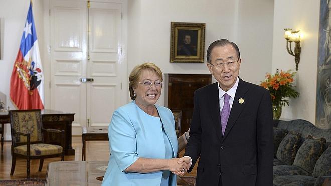 Michelle Bachelet se reúne con Ban Ki Moon durante el encuentro 'ONU Mujeres'