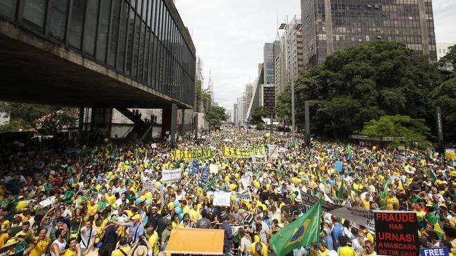 Más de un millón de personas se manifiestan contra Dilma Rousseff en Brasil