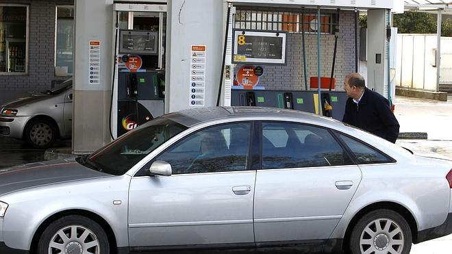 Los combustibles se abaratan menos de un céntimo tras el fin de la Semana Santa
