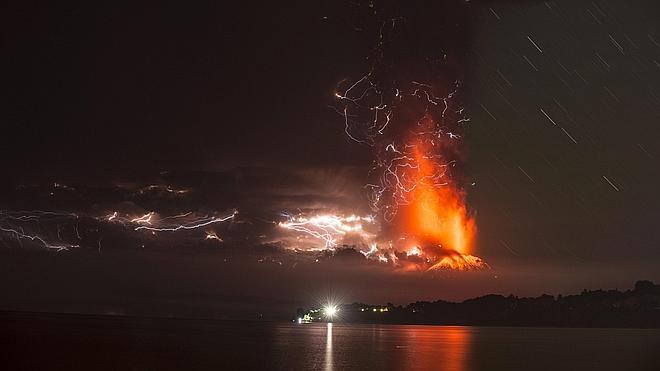 Miles de evacuados en Chile por la erupción del volcán Calbuco