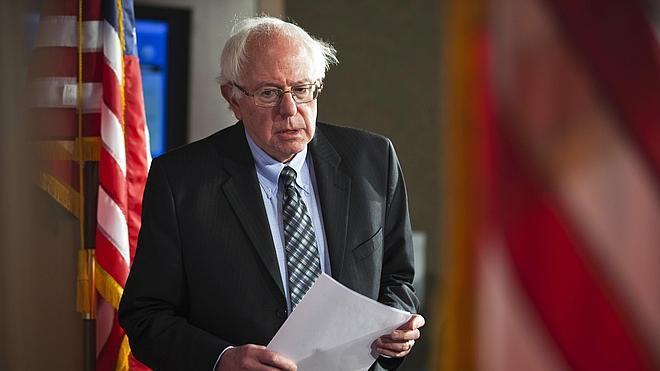 Bernard Sanders desafía a Hillary Clinton