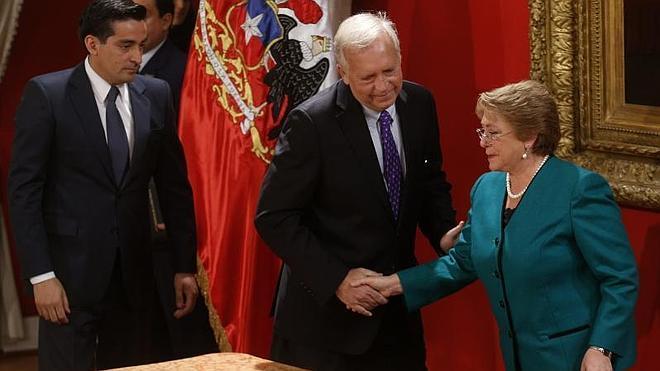Bachelet introduce cambios en su gabinete ministerial