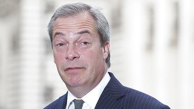 Farage seguirá al frente del UKIP al rechazar el partido su dimisión