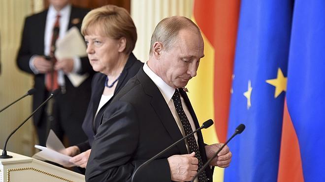 Los traductores del Kremlin falsearon las palabras de Merkel para suavizar su tono