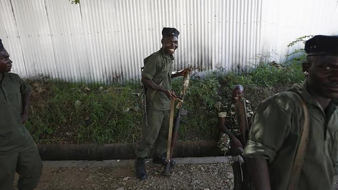 Los golpistas de Burundi anuncian su rendición