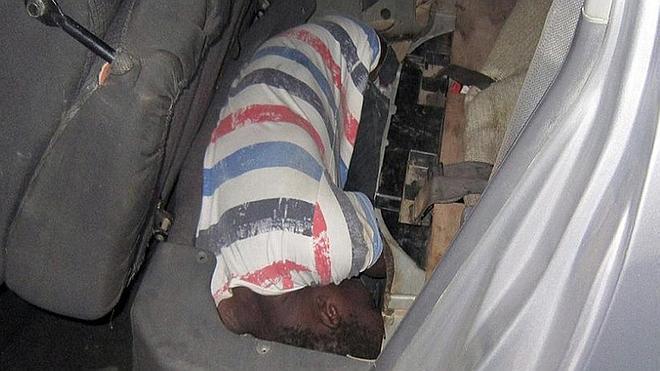 Rescatados dos subsaharianos cuando eran introducidos en Melilla ocultos en dobles fondos
