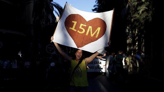 El 15M desafía a la Junta Electoral y mantiene su concentración en Sol