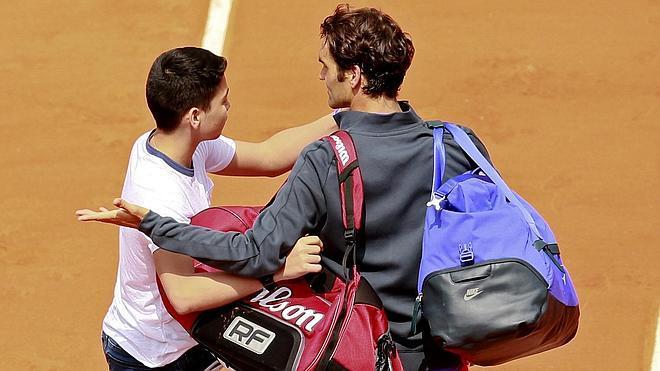 Federer, molesto después de que un aficionado saltara a la pista