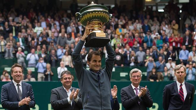 Federer gana en Halle a una semana de Wimbledon