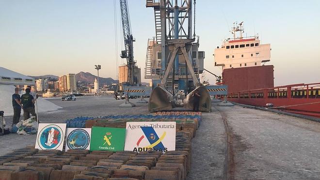 Interceptado en Málaga un buque con más de 15 toneladas de resina de hachís