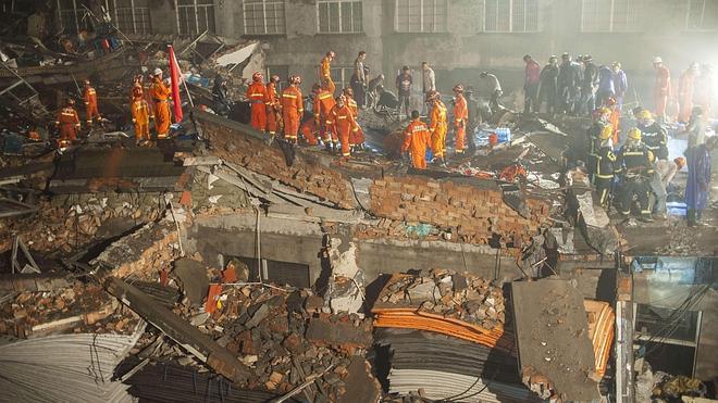 Doce muertos tras el derrumbe de una fábrica de calzado en China