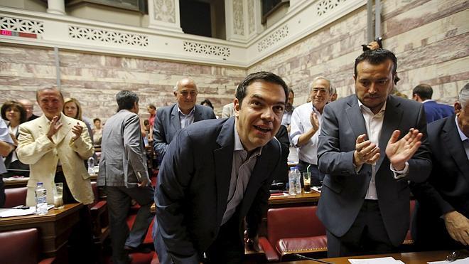 Tsipras busca el respaldo de Syriza tras presentar su propuesta a Bruselas