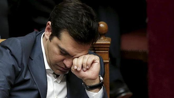 Tsipras sufre un duro golpe y se prepara para una remodelación