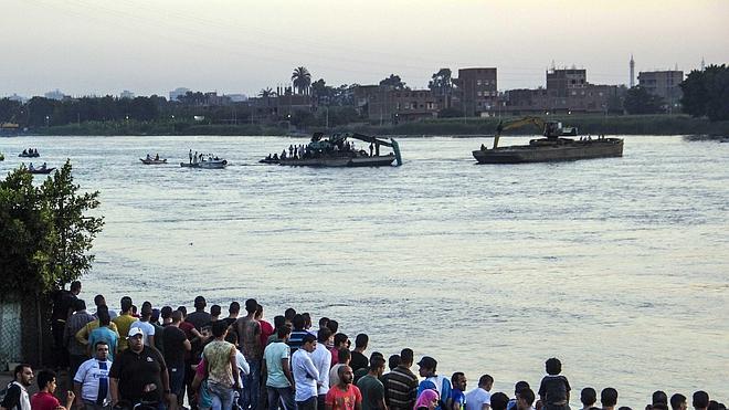 Mueren 21 personas tras el hundimiento de un ferry en el Nilo