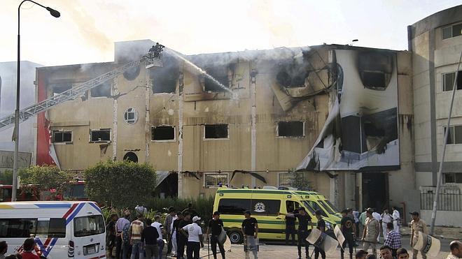 Al menos 25 muertos tras un incendio en una fábrica de muebles en Egipto