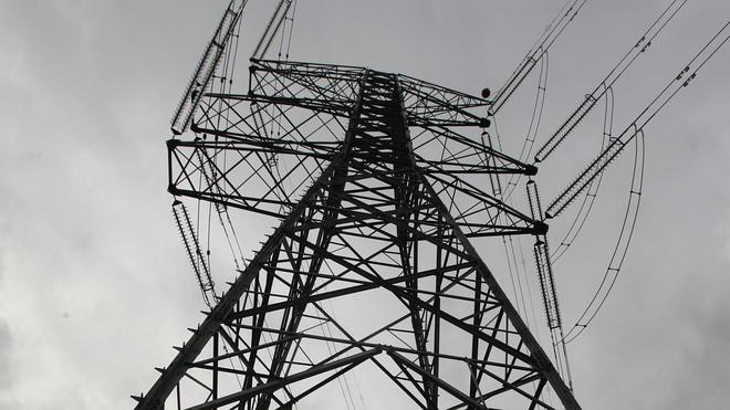 Las grandes eléctricas ganan 3.127 millones en el primer semestre, un 1,6% más