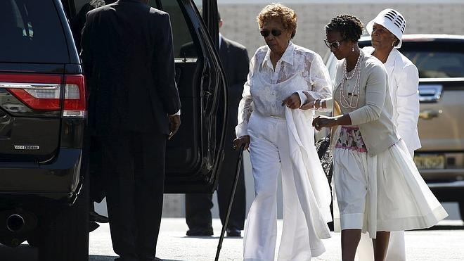 La hija de Whitney Houston descansa ya junto a su madre