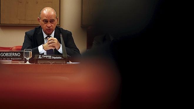 La oposición no se cree «la milonga» de Fernández Díaz y pide su dimisión