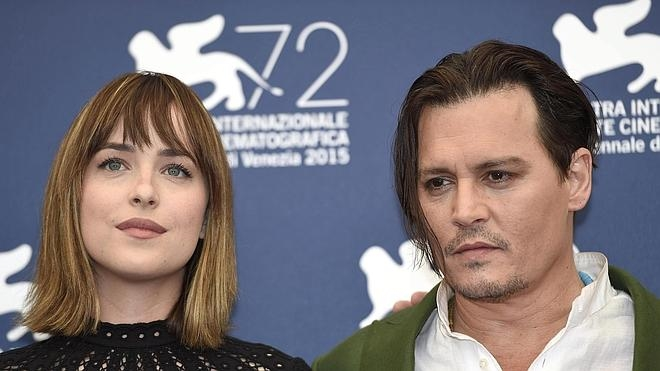 El día del 'mafioso' Johnny Depp en el Festival de Venecia