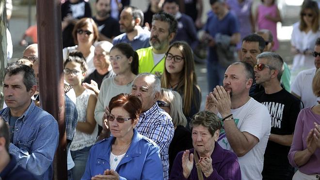 Carral y Cambre rinden un emotivo homenaje a las víctimas