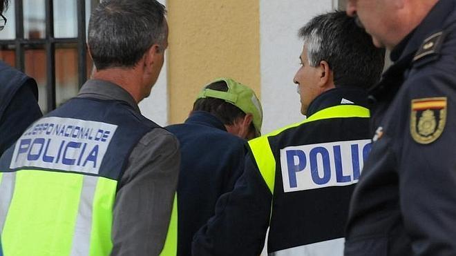 El detenido niega haber matado a la peregrina y dice que encontró el cadáver por el olor