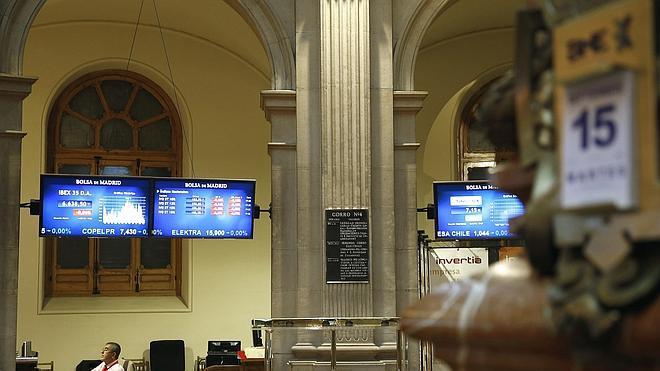El Ibex-35 se aleja de mínimos anuales gracias a Wall Street