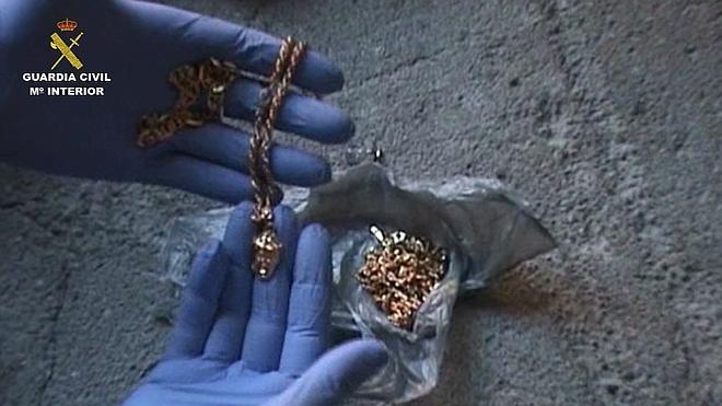 Desarticulado un grupo que robaba joyas con el método del 'abrazo'