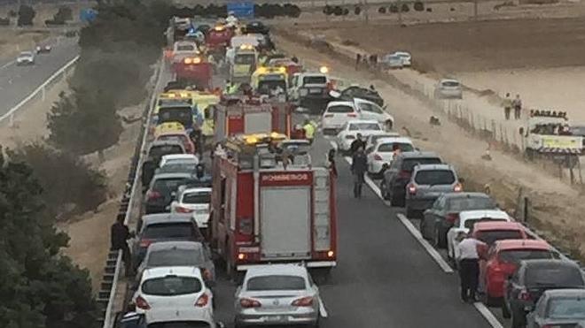 Seis heridos graves en una colisión múltiple en la A-6 en Valladolid