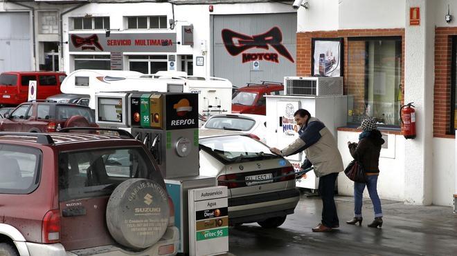 La gasolina y el gasóleo rompen una racha de tres semanas a la baja