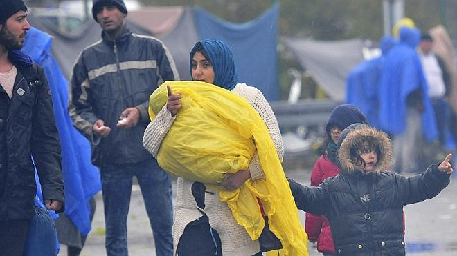 Croacia permite la entrada de miles de refugiados bloqueados en la frontera con Serbia