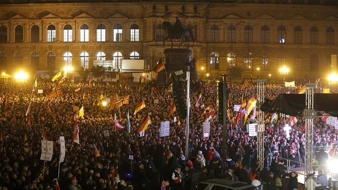El aniversario de Pegida concentra a miles de seguidores y contramanifestantes en Alemania