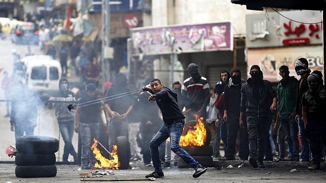 Un soldado israelí herido y sus dos atacantes palestinos muertos en un nuevo apuñalamiento