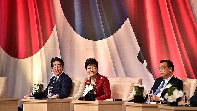 Seúl, Pekín y Tokio acuerdan reparar sus lazos en una histórica cumbre