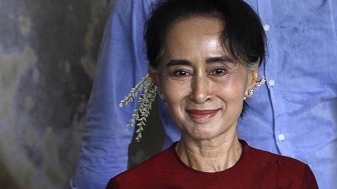 Los birmanos deciden en unos comicios históricos la llegada al poder de la opositora Suu Kyi